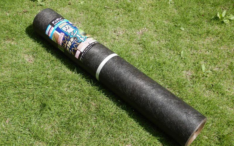 草取りモンダイ。防草シートを敷きました。