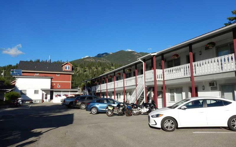 Mountain Springs Motel ① (Radium Hot Springs):カナダ6日目